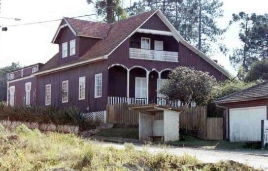 Casas Antigas: Casa Construída com tábuas verticais mata-juntadas em Marcílio Dias, Canoinhas Santa Catarina