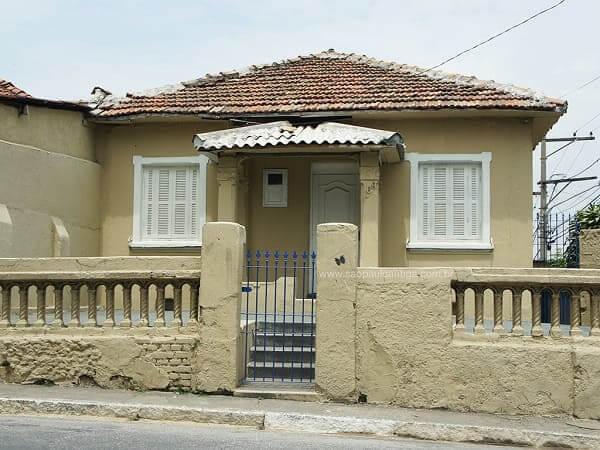 Casas Antigas: Casa da primeira metade do século XX com fachada de tom neutro (foto: São Paulo Antiga)
