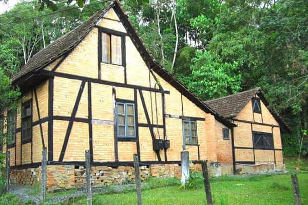 Casas Antigas: casa de arquitetura colonial em Joinville, Santa Catarina (foto: visite o Brasil)