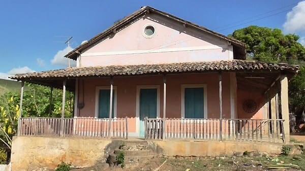 Casas Antigas: Casa no Engenho de Camaçari, em Pernambuco (foto: Youtube)