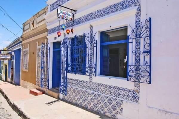 Casas Antigas: Casa tradicional com fachada revestida de azulejos, em Olinda (foto: Archtrends)