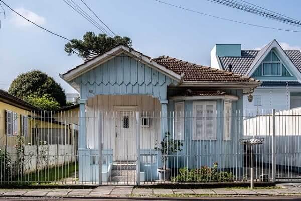 Casas Antigas: casa de madeira azul em Curitiba, Paraná (foto: Fotografando Curitiba)