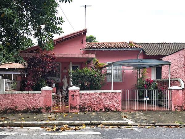 Casas Antigas: casa rosa com estátua na entrada no bairro do Pari, São Paulo (foto: São Paulo Antiga)