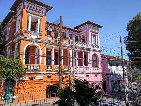 Casas Antigas com fachada colorida em Santa Teresa, no Rio de Janeiro (foto: Flickr)