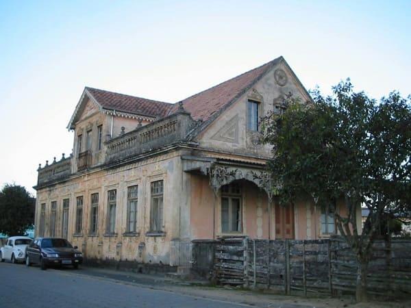 Casas antigas: casa com cerca de madeira e balaúste em Rancho Queimado, Santa Catarina (foto: Weber-ruiz)