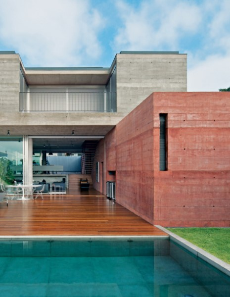 Concreto armado: casa com concreto aparente e guarda corpo (foto: casa.com.br)
