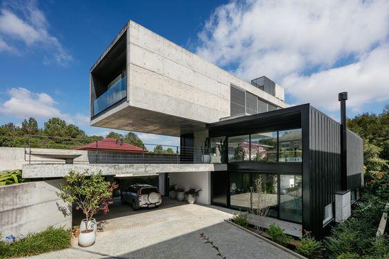 Concreto armado: casa com viga em balanço (foto: Biselli Katchborian Arquitetos)