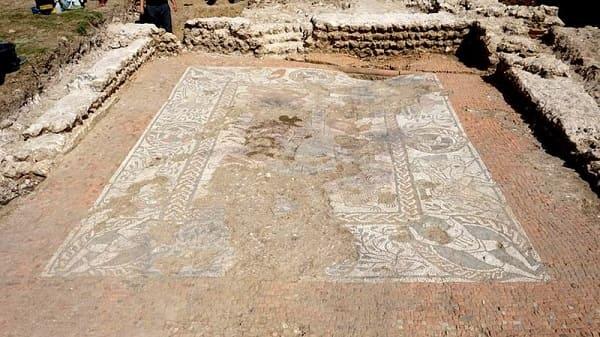 Mosaico Romano localizado na Grã-Bretanha (foto: Aventuras na História)