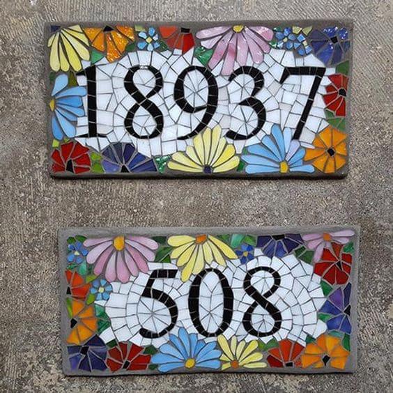 8. Mosaico em numeração da casa é ponto de destaque em fachada (foto; Pinterest)
