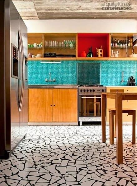 7. Mosaico branco em piso na cozinha