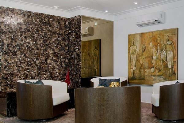 4. Mosaico marrom em sala de estar (foto: Pietre Colorate)