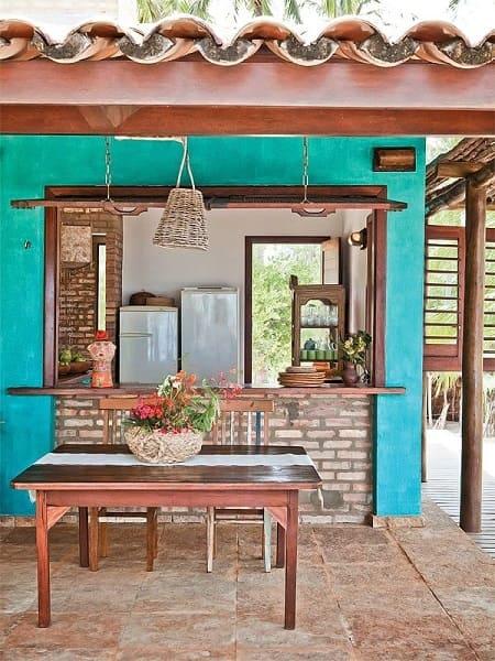 Passa prato é opção ideal para integrar cozinha e área externa (foto: decoração.com)