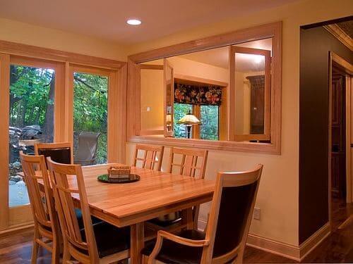 Passa prato com moldura de madeira e janela camarão (foto: Casa e Construção)