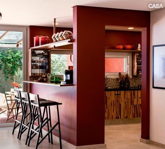Passa prato em cozinha vermelha (foto: Mariée)