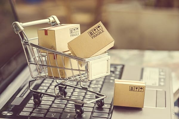 Problemas na gestão de obra: imagem de carrinho de compras representando a compra de materiais frágeis (foto: Adobe Stock)
