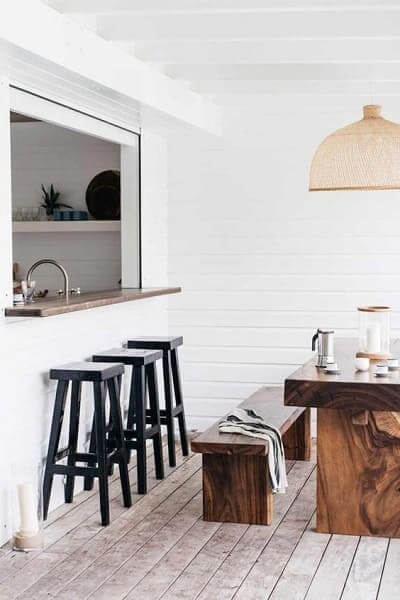 Passa prato com balcão de granito integrado com sala de jantar (foto: Pinterest)