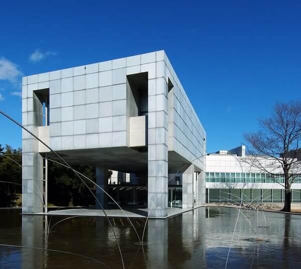 Arata Isozaki: Museu de Arte Moderna Gunma de Takasaki (foto: ArchDaily)