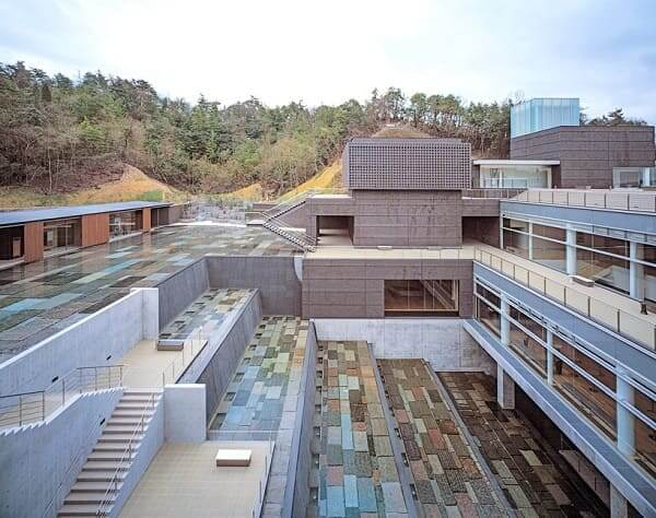 Arata Isozaki: Parque cerâmico Mino, Gifu, Japão (foto: 44 arquitetura)