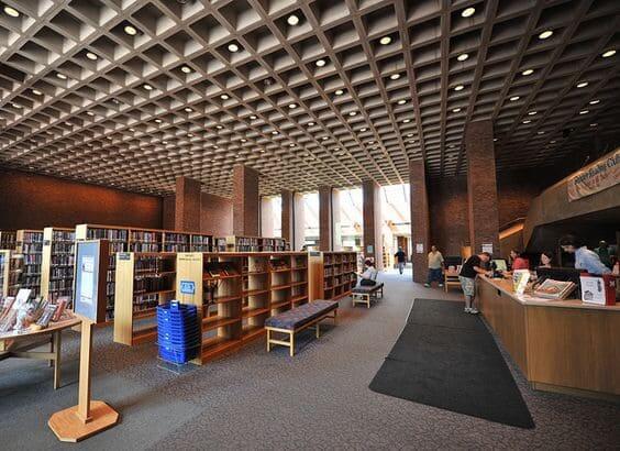 Laje nervurada em biblioteca (foto: Flickr)