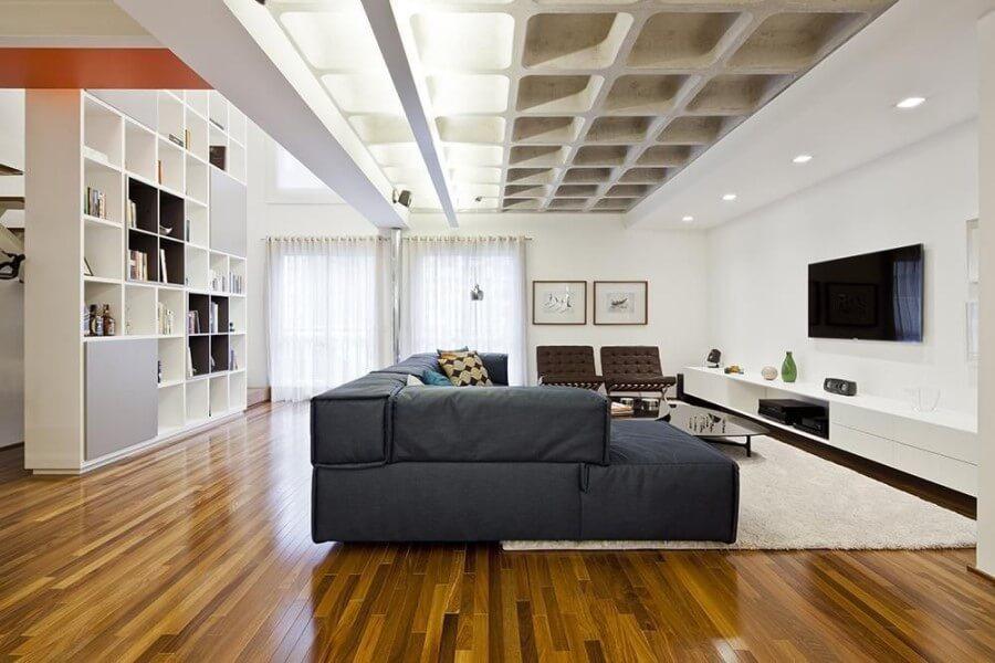 Laje nervurada pintada parcialmente em sala de estar (projeto: Stuchi e Leite)