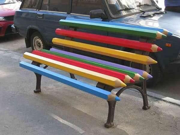 Mobiliário Urbano: Banco lápis de cor em Kiev, Ucrânia (foto: Mundo Gump)