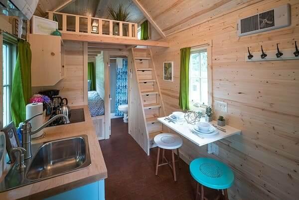 Tiny House com mesa dobrável (foto: Tumleweed Tiny Houses)