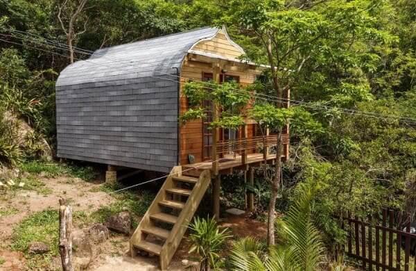 Tiny House de madeira na praia (foto: Experiências Incríveis)
