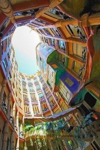 Casa Milà: vista do pátio principal (foto: Pinterest)