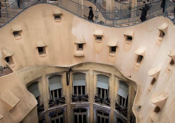 Casa Milá: detalhes das janelas (foto: Hello Jet Lag)