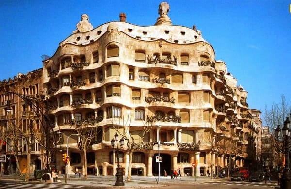 Casa Milá: fachada (foto: Pinterest)