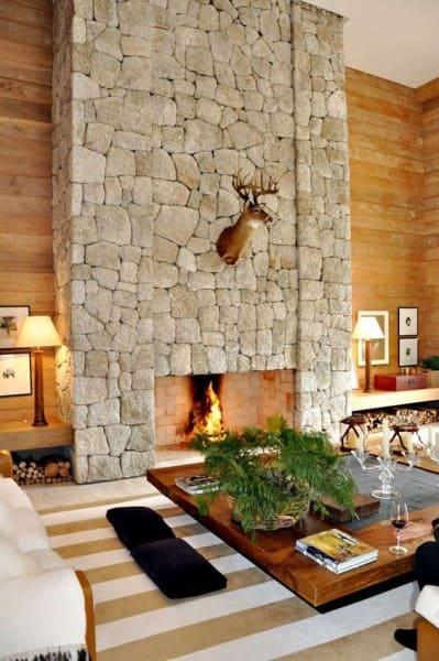 Pedra Madeira: lareira é o destaque do ambiente (foto: Casa Vogue)
