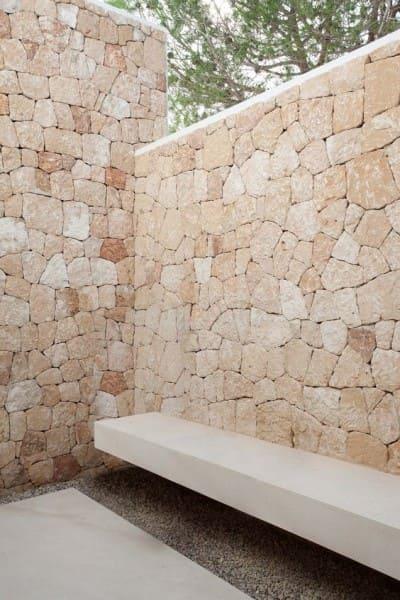 Pedra Madeira em área externa (foto: Pinterest)