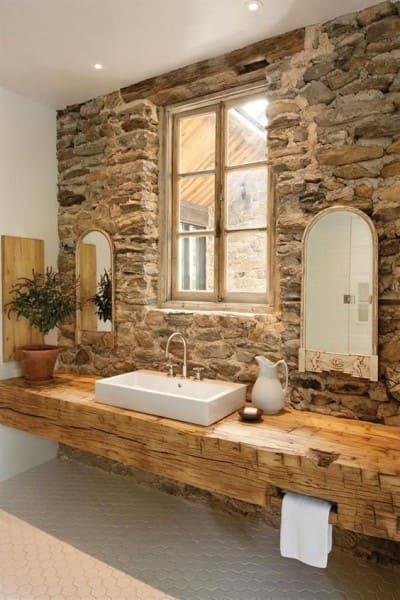 Pedra Madeira em banheiro rústico (foto: Pinterest)