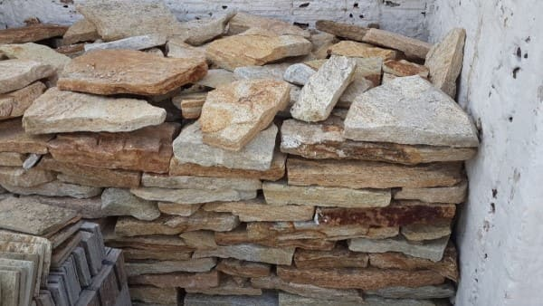 Pedra Madeira: peças entalhadas