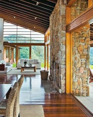 Pedra madeira em casa de campo (foto: Pinterest)