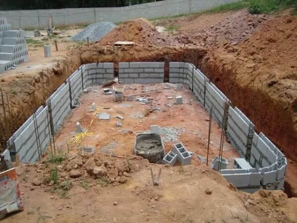 Como construir uma piscina de alvenaria: análise do solo (foto: Castelo Piscinas)