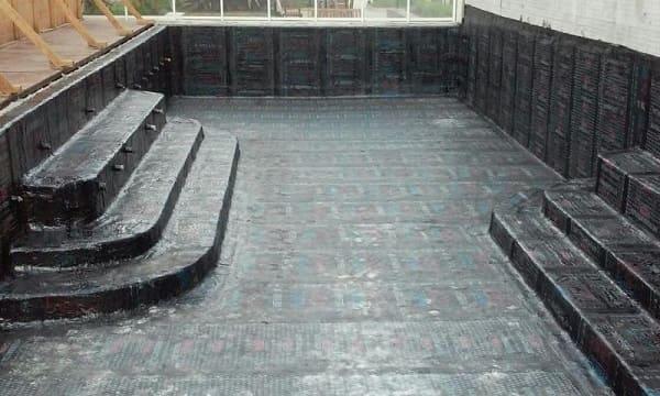Como fazer piscina de alvenaria: piscina impermeabilizada (foto: VRS Impermeabilização)