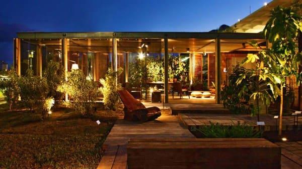 Tipo de iluminação: iluminação de jardim com balizadores (foto: Bbel - UOL)