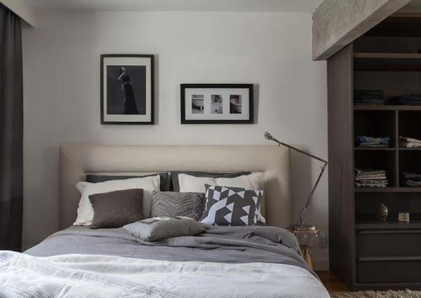 parede de quadros: composição minimalista em quarto de tons neutros (projeto: Eliane Mesquita)