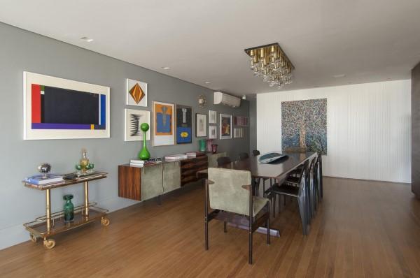 Parede de quadros: parede cinza com quadros decorativos (projeto: Antônio Ferreira Junior e Márcio Celso Bernardes)