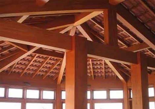 Vigas de madeira (foto: Fórum da Construção)