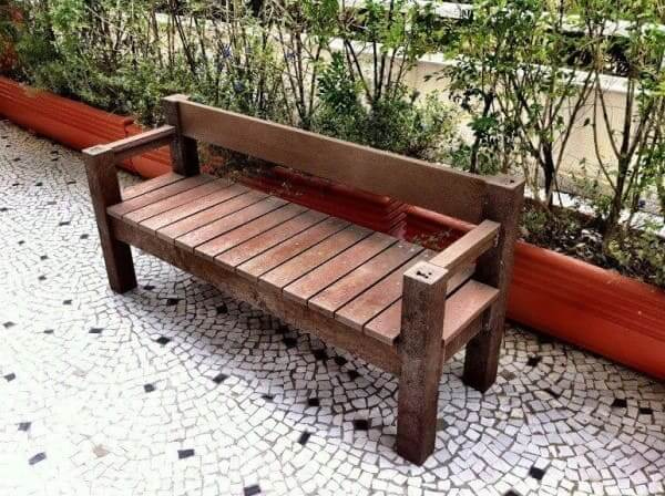 Exemplo de madeira plástica em mobiliário urbano (foto: Rewood)