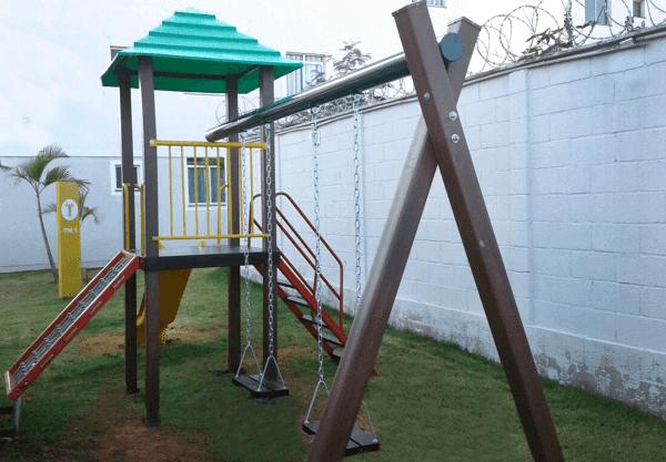 Madeira plástica: playground (foto: Aquarela Parques)