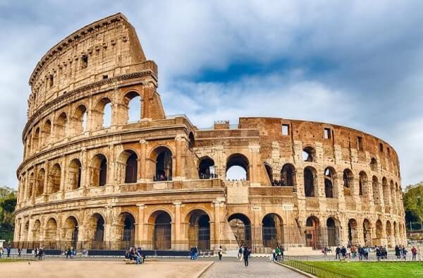 Tipos de casas: Coliseu de Roma é uma das primeiras grandes obras da história feita de alvenaria (foto: Dicas da Itália)