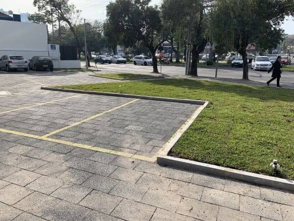 Piso drenante em estacionamento (foto: piso tátil   porto alegre  incorevest)