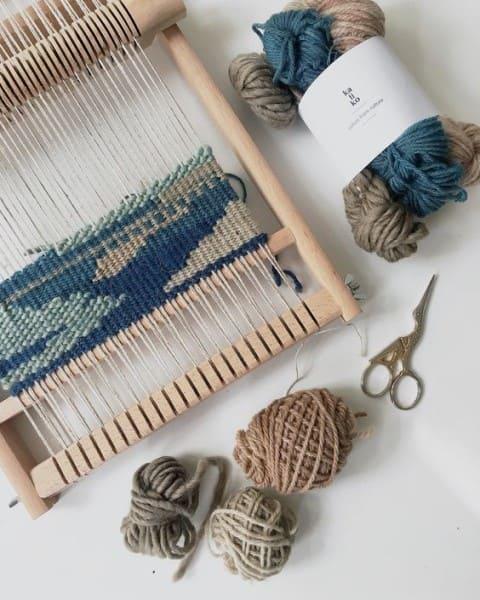 Como fazer tapeçaria: tapete azul e cinza (foto: Pinterest)