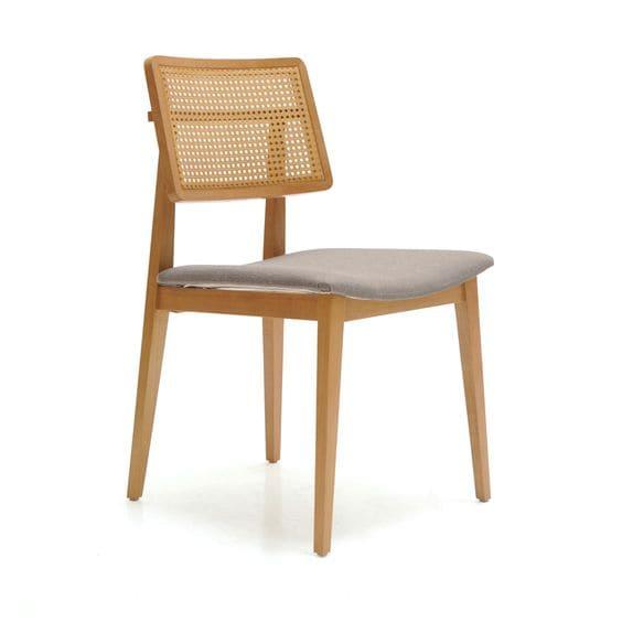 Madeira clara: cadeira de madeira Tauari com palha natural (foto: Velha Bahia)