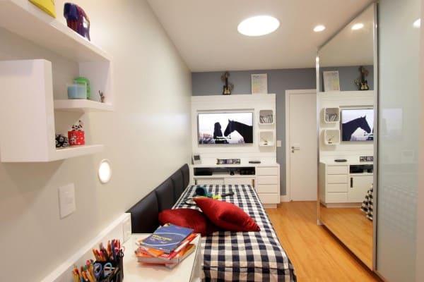 Madeira clara em piso de quarto de solteiro (projeto: Lorrayne Zucolotto)