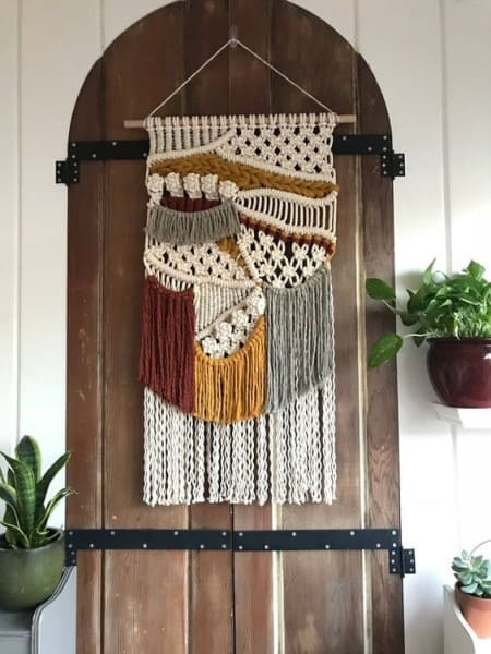 Tapeçaria também pode ser usada na porta (foto: Pinterest)