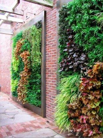 Muro verde em parede de tijolinho (foto: Pinterest)